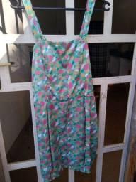 roupas de bazar bem conservadas
