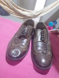 Sapato social masculino e terno