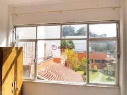 Kitnet em prédio no Alto.