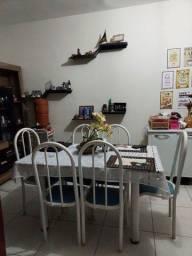 Mesa com tampo de granito, 6 cadeiras