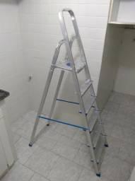 Escada dobrável de alumínio