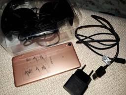 Celular Sony** carregador e fone tudo original.