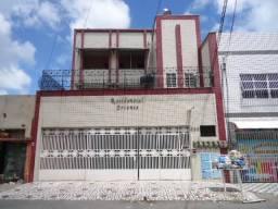 Apartamento com 3 dormitórios para alugar, aproximadamente 100m² por R$ 869/mês - Álvaro W