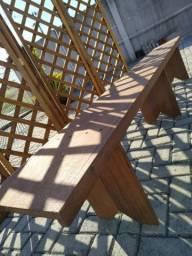 Bancos Madeira maciça + Biombos madeira para eventos.