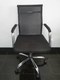Cadeira Escritório Preta com Encosto em Tela