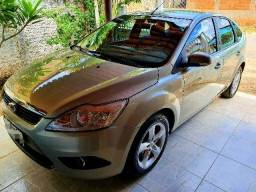 Ford Focus 2011 top
