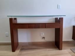 Aparador de madeira e tampo de vidro R$ 350