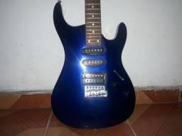 Guitarra azul escuro usada