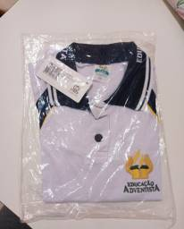 Vendo uniforme do colégio adventista.