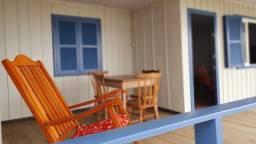 Casa pé na areia para locação de temporada com 4 dormitórios no Perequê - Cód. 73AT