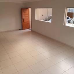 Casa com 2 Suites em Condominio