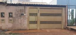 Aluga _ se casa no Campo Nobre.