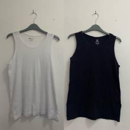 2 Camisas Basicas: Hering