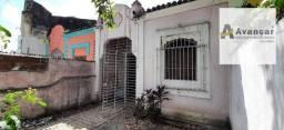 Avenida Principal de frente ao Colégio de São Bento