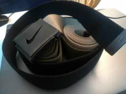 Cinto Nike afivelado