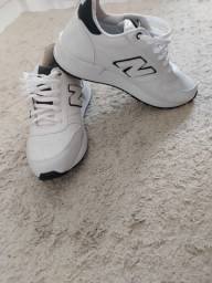Tênis New Balance Branco e preto 43