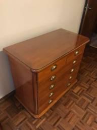 Conjunto cômoda e criado de madeira maciça com vidro