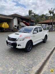 Título do anúncio: Toyota Hilux SRV - 2015