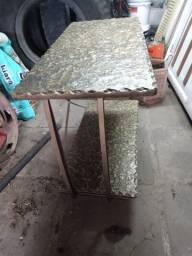 Mesa de ferro fundido em perfeito estado