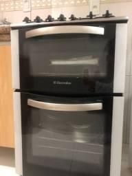 Título do anúncio: Fogão Electrolux com 2 fornos em ótimo estado