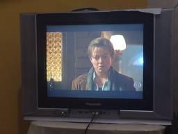 Televisão e armário