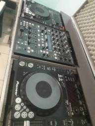 Equipamentos de som com iluminação para dj