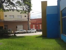 Alugo apto 3 quartos, com suíte, garagem coberta, no centro de Arapongas-PR,