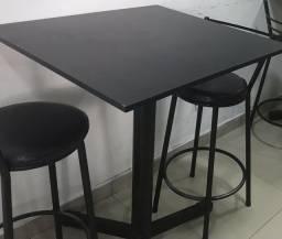 Jogo de mesa com 2 cadeiras
