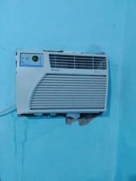 Vendo ar condicionado gelando bem.