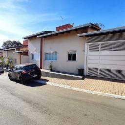 Casa de 3 quartos com suíte em Condomínio fechado no Setor Santa Luzia