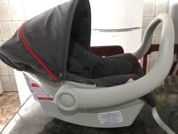 Conjunto  carrinho  e bebê conforto semi novo