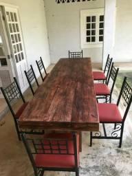 Mesa rústica de pinheiro