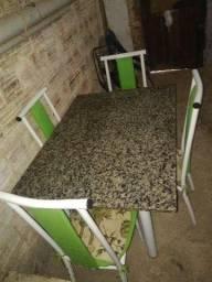 Mesa de Mármore com Cadeiras