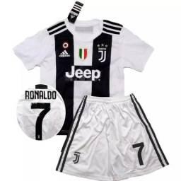 06dd3e926d Kit Infantil Juventus Cristiano Ronaldo Tamanho 3 / 4 anos