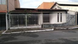 Murano imobiliária aluga casa residencial com 04 quartos no centro de vila velha - es.