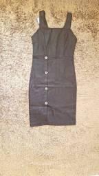 Vestido tubinho curto com fenda