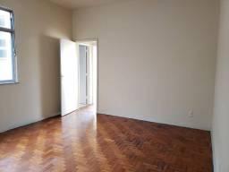 Apartamento 2 Quartos colado ao comércio de Vista Alegre