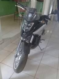 Vendo moto Honda nc 750x semi nova.