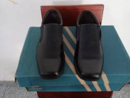 Sapato Social Infantil. Estado de novo