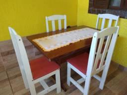 Conjunto de mesa 4 cadeiras 300.00