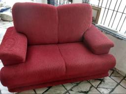 Sofa vermelho de dois lugares Não entrego