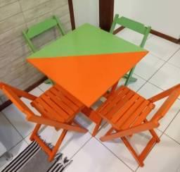 Conjunto de 4 cadeiras e uma mesa