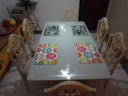 Mesas com as 6 cadeiras
