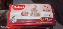 Fraldas Huggies R$60 pacote com 80 unidade
