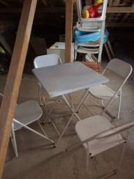 Mesa c/ 4 cadeiras ferro