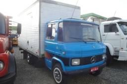 Título do anúncio: Caminhão baú disponível para fretes e Mudanças