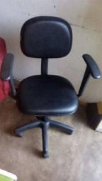 Vende_se uma cadeira de computador em perfeito estado. Valor=150 reais