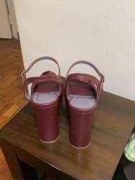 Título do anúncio: sandália da Amaro vinho