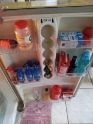 Vendo geladeira de duas portas da electrolux com alarme muito bem conservada
