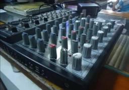 Mesa de som da behringer com efeito